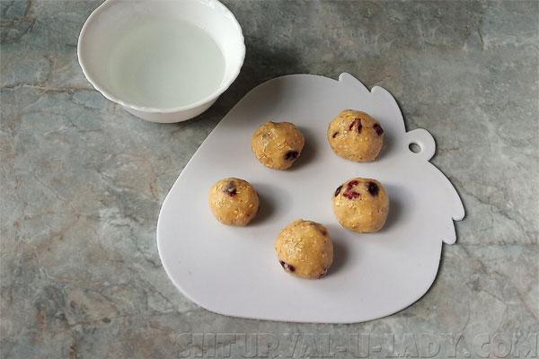 Сформированное из овсяного теста печенье