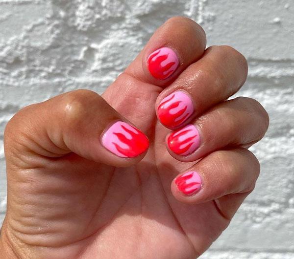 Дизайн ногтей огненые языки розово-красный