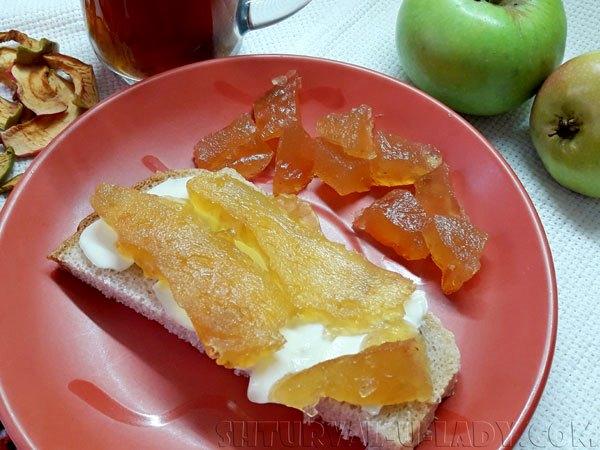 Домашнее яблочное повидло: бутерброд с маслом и джемомЛомтик